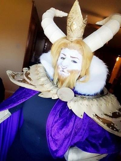 Asgore cosplay